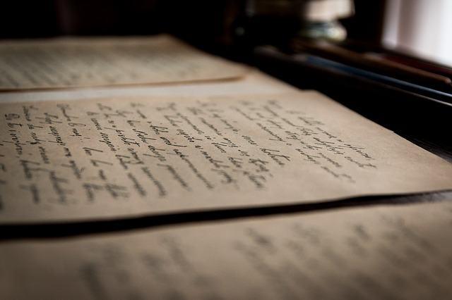 Texto com calígrafia antiga