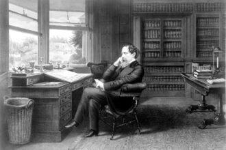 Ilustração com a imagem de Charles Dickens pensativo em seu escritório